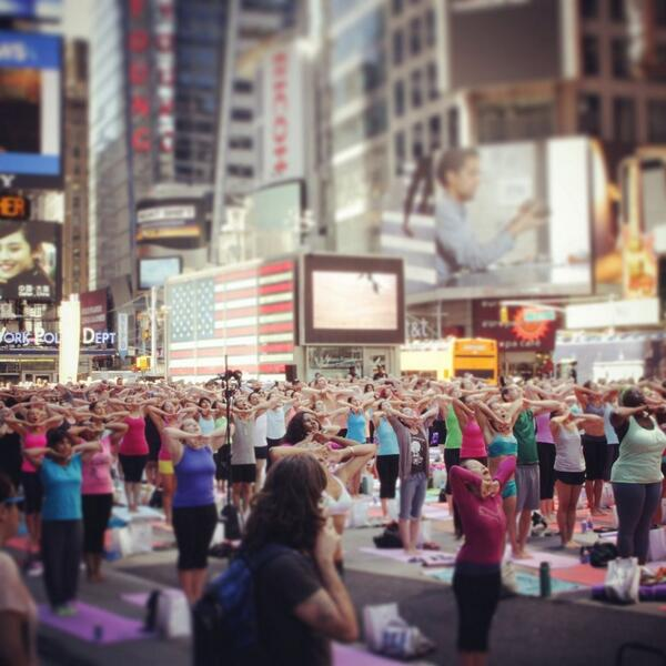 Summer solstice Times Square #Yoga #nyc http://t.co/23xBD8lehU