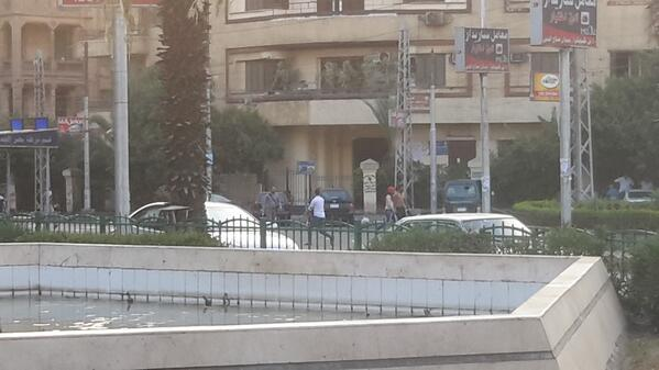 No thugs are attacking again. البلطجية بيهجموا تاني http://t.co/wVzxnrr64t