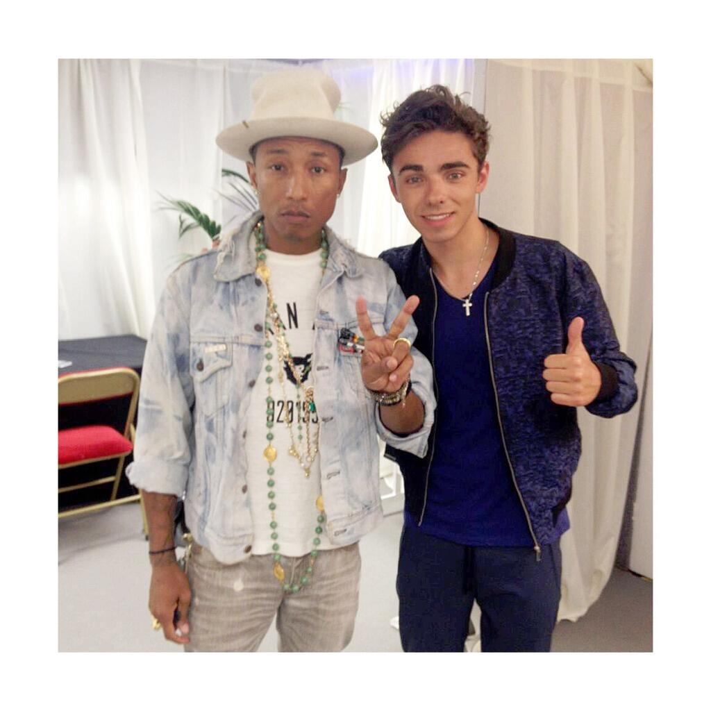 Great hanging out with @Pharrell tonight http://t.co/Bkb2Rp8BWf