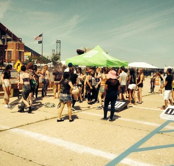 More fans at the Paramore tailgate #MONUMENTOUR http://t.co/jcRk1GyCPm