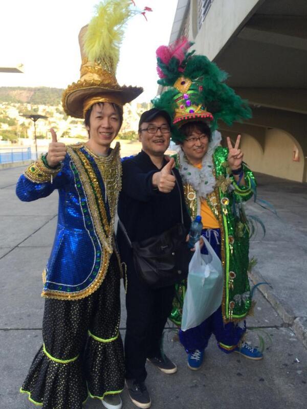 ノリノリの編集さんと青山氏。 http://t.co/hu4D7ePZvM