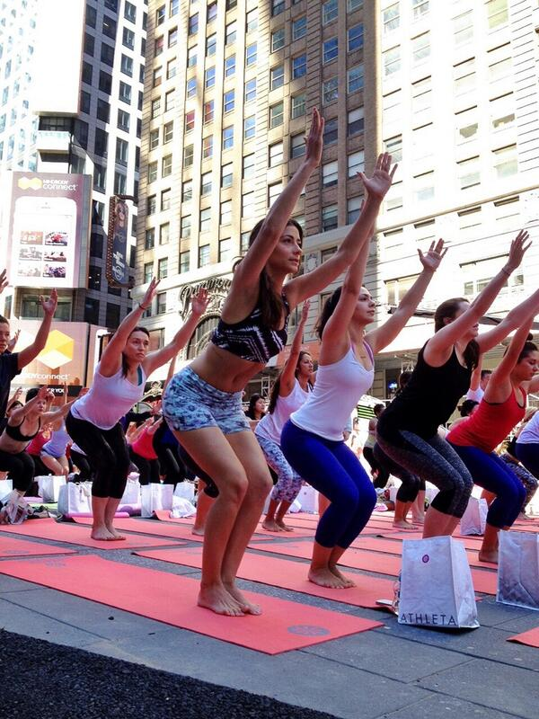 ~Reach for the stars & if u don't grab them at least you'll fall on top of the world~ #SolsticeTSq @Athleta http://t.co/d9RUxhk6Cm