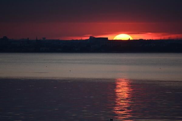#Sunset #Dublin City & Bay, viewed from Dun Laoghaire on the longest day of the year, 21.06.2014: http://t.co/0LENwrQERd