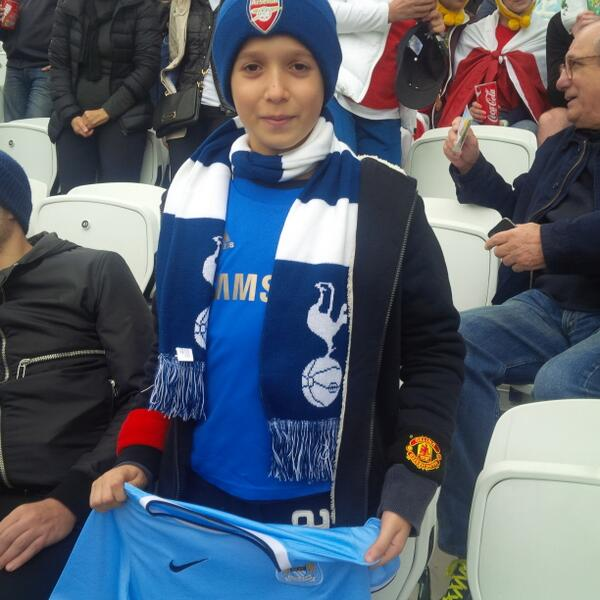 BqssisTIUAEm1Tq Brazilian fan goes viral wearing Arsenal, Spurs, City, Chelsea & United kit! [Picture]