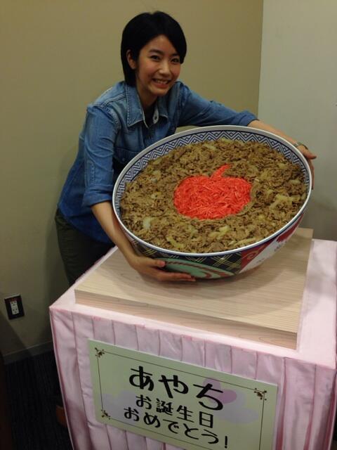 今日は竹達彩奈ちゃんのライブに行ってきました!飛んだり跳ねたり回ったり、楽しいステージをどうもありがとう!牛丼すごい!笑 http://t.co/suZjkyRPf3