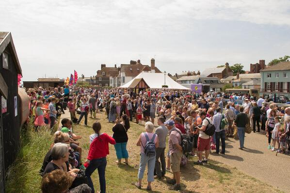 Another shot from the end of An Aldeburgh #Musicircus, choirs singing on the beach and @TheCBSO playing in the tent http://t.co/YD84hyeU04
