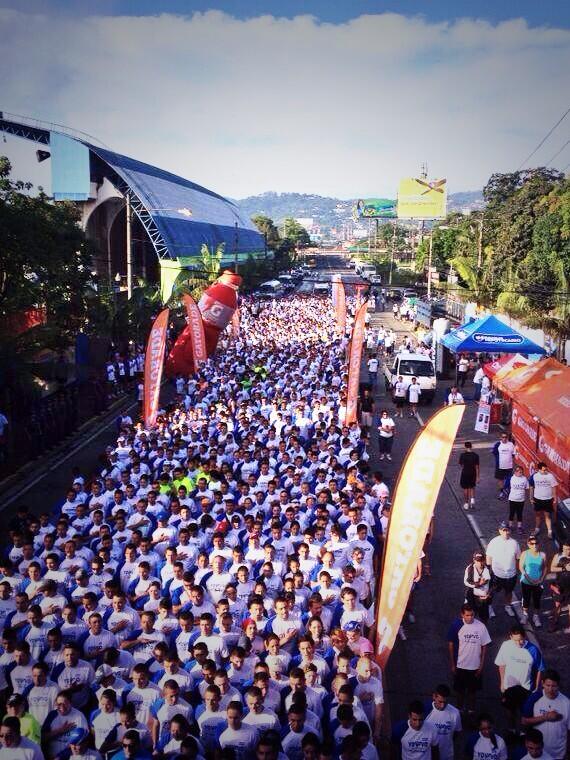 Felicidades a todos los salvadoreños que corrieron la primera carrera #Yovivosindrogas organizada por la PNC http://t.co/TX9dgiPvYF