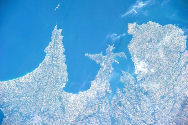 La pointe du #Finistère, vue depuis la Station spatiale internationale le 15 juin http://t.co/DjPz8pie3k via @PC0101 #Bretagne