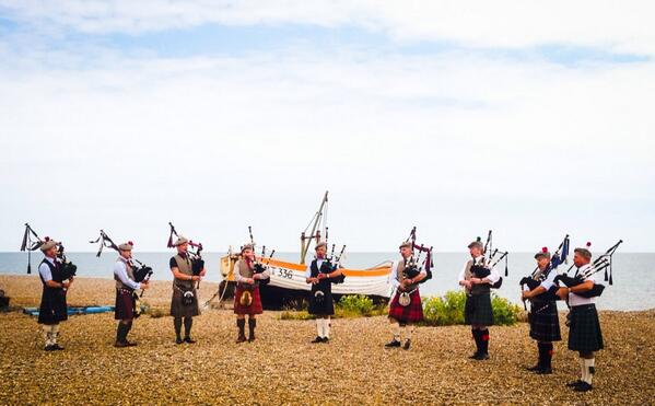 The Aldeburgh #musicircus was excellent, over 900 performers. My favourite? Bagpipers playing Amazing Grace on beach http://t.co/uobxVLHJy9