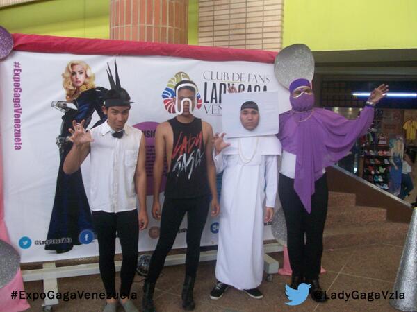 Algunos de los Little Monsters de Barquisimeto que asistieron ayer a la #ExpoGagaVenezuela, gracias por asistir. http://t.co/ZHw9CA35xt