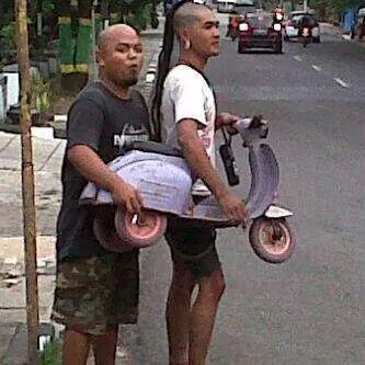 @scooteristinsom @RepublikVespa @scooter_MILK @VESPAgwEXTREME @ScoomaDPG @ScooterLadies (~˘▾˘)~ http://t.co/BKWC9DCyT9