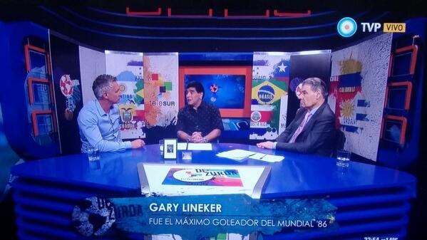 Hace 28 años en México. Dos en la cancha y uno en la cabina. Los 3 en la historia. Maradona, Lineker y Víctor Hugo http://t.co/aKbIeEDV7j