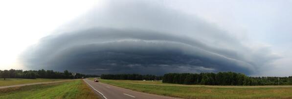 Shelf cloud going by Aberdeen Mississippi. @WTVAjohn @WTVAmatt  @spann @NMSCAS #mswx http://t.co/rvLezjCnQ8