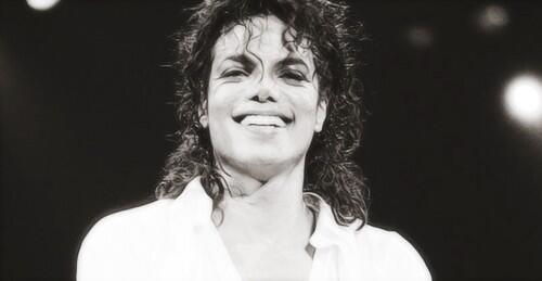 His smile is heaven! ♡ http://t.co/LnlTBiC21W