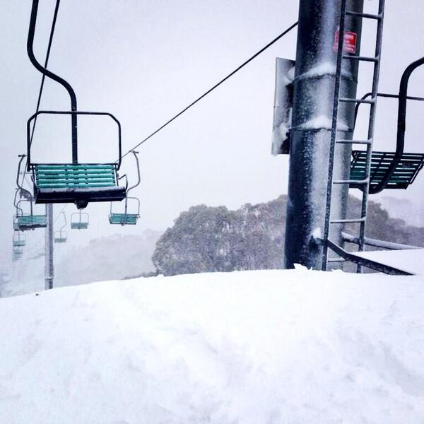 Still dumping here @ThredboResort looking mighty fine. 10cm and counting #blizzards #snowallnight #ilikeit http://t.co/JjwuPnqa2l
