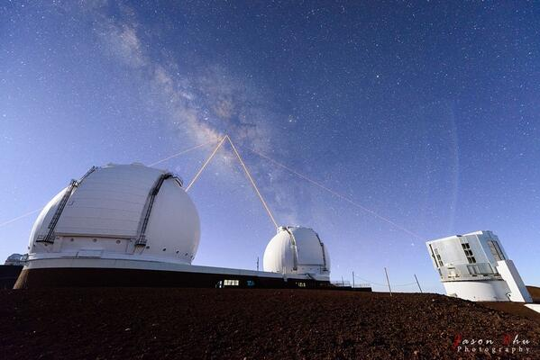 Four Lasers over Mauna Kea: http://t.co/YHLmyqnZTA via @apod http://t.co/NpJwRqMwY4