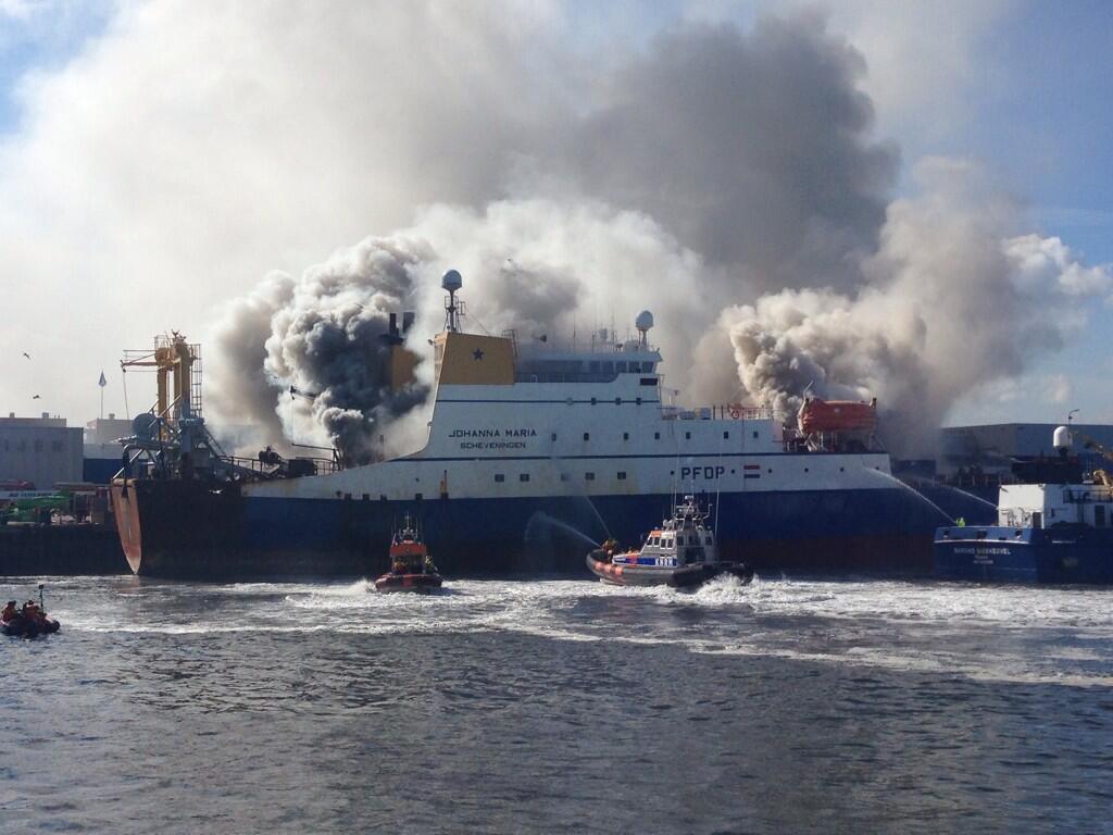 Grip 2 scheepsbrand in haven Scheveningen