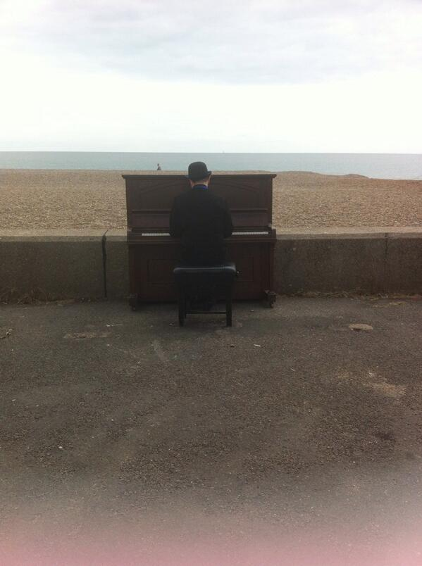 John Cage's Musicircus: yesterday on Aldeburgh beach http://t.co/eLGbdpPCU8