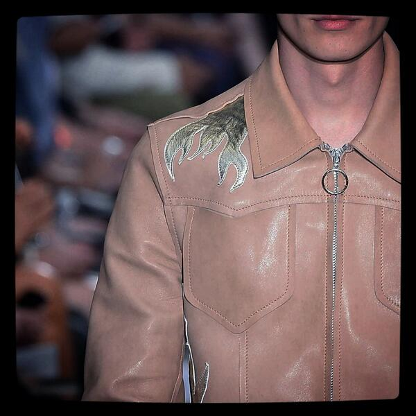c618a3fa34fd ..beautiful leather details at Costume National.. #EnnioCapasa  @costumenational #CostumeNationalHomme #mmfw  #SS2015pic.twitter.com/Ifx7c86bvz