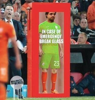 """8bit-Football.com on Twitter: """"You, go there and save some penalties! #NED #12tal http://t.co/ehYFmQjm3M"""""""