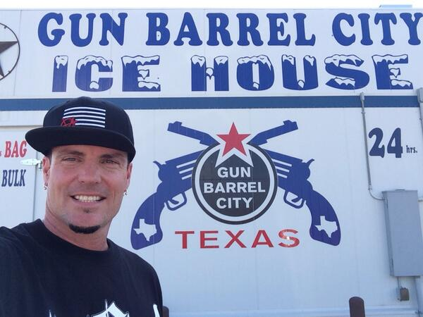 """Vanilla Ice on Twitter: """"Im in gunbarrel city Texas, ready for great time  tonight at the concert. http://t.co/wQkT6RA1Vz"""""""
