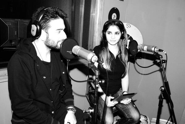DONT FORGET TO TUNE IN.. N share, GUZZLER with my dearest friend @ShekharRavjiani Tonight 9 pm..Only on FEVER 104 fm. http://t.co/Oj1p92g2pG