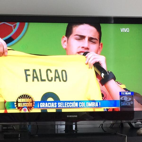 """""""@FALCAO te queremos mucho"""". @jamesdrodriguez http://t.co/T6LvpvZS0n"""