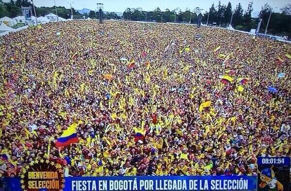 L'incroyable accueil reçu par les Colombiens lors de leur retour au pays #COL #Bogota http://t.co/hV7qTd6g9g