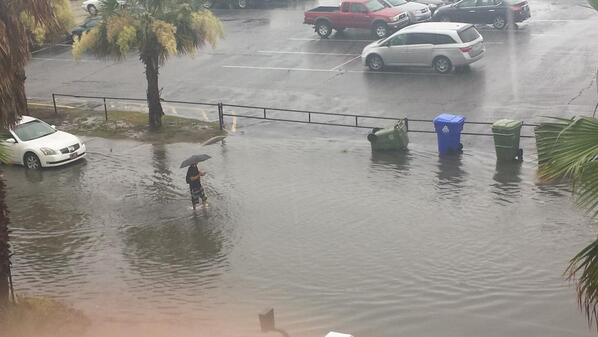 Flash Flooding on Folly Beach 😞 ⚡ http://t.co/Qb0fTB21xC