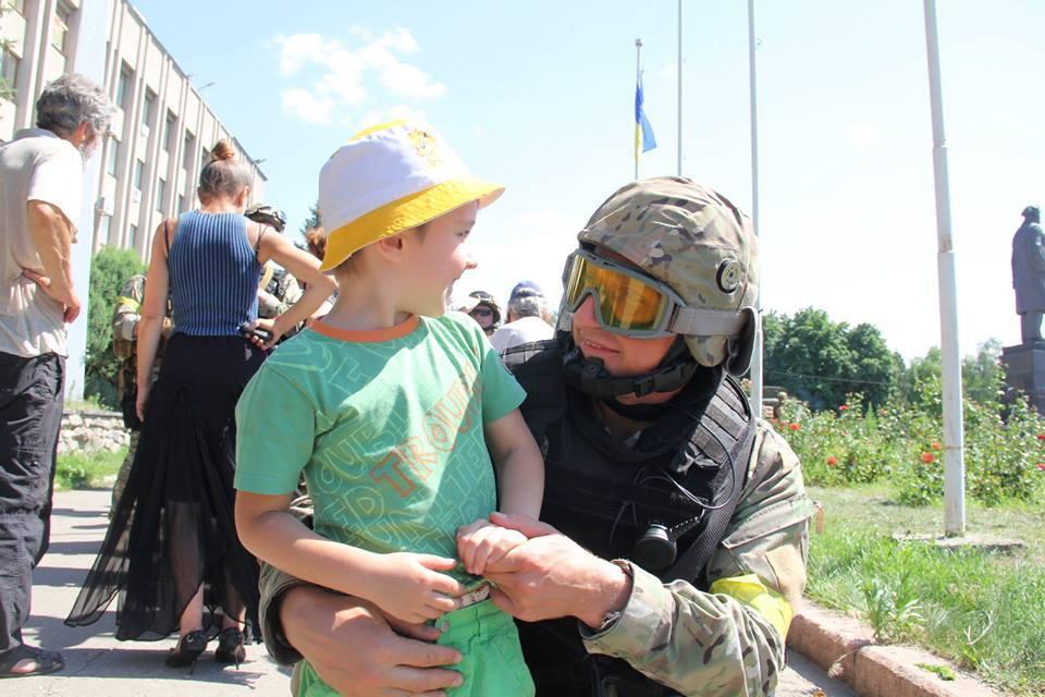 Открыты гуманитарные коридоры для поступления помощи на восток Украины, - МВД - Цензор.НЕТ 6521