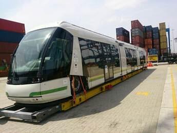 Primera unidad del Tranvía de Ayacucho en el puerto de Cartagena