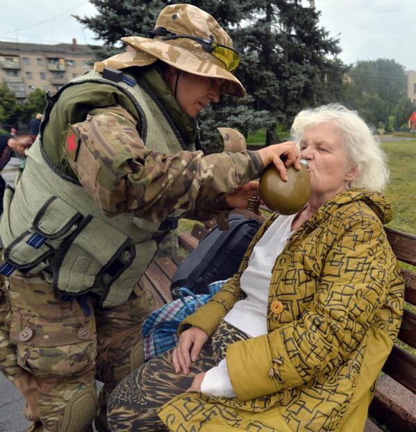 Жители Славянска получают первую гуманитарную помощь - Цензор.НЕТ 7444
