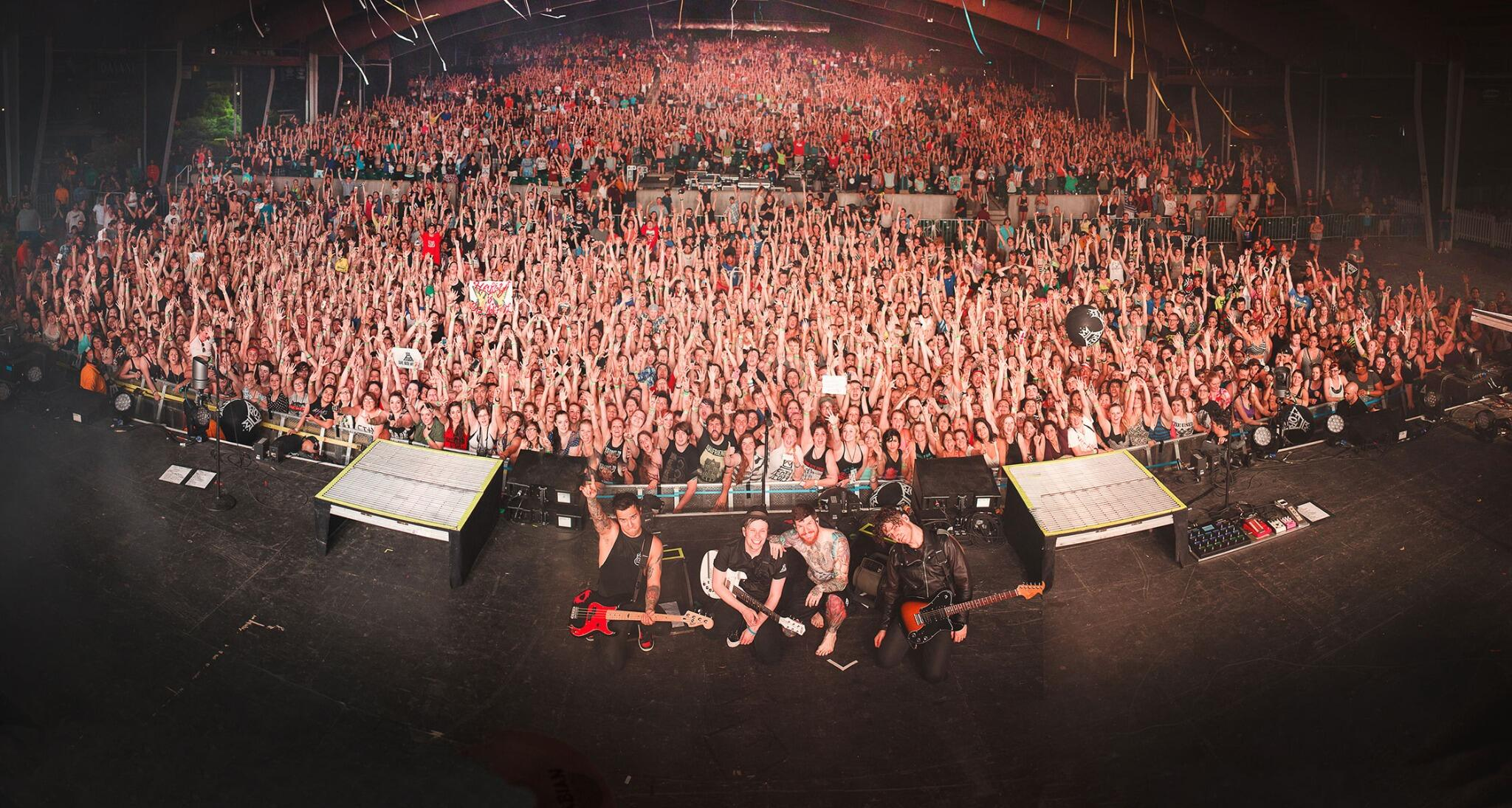 fall out boy on twitter 6 30 gilford nh bank of nh pavilion monumentour rt if you spot. Black Bedroom Furniture Sets. Home Design Ideas