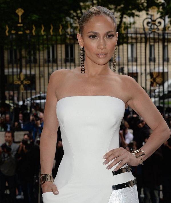 @Jlo completed her pure white #AtelierVersace look with statement bracelets and earrings. #JLoVersace http://t.co/VMTkwhml3v