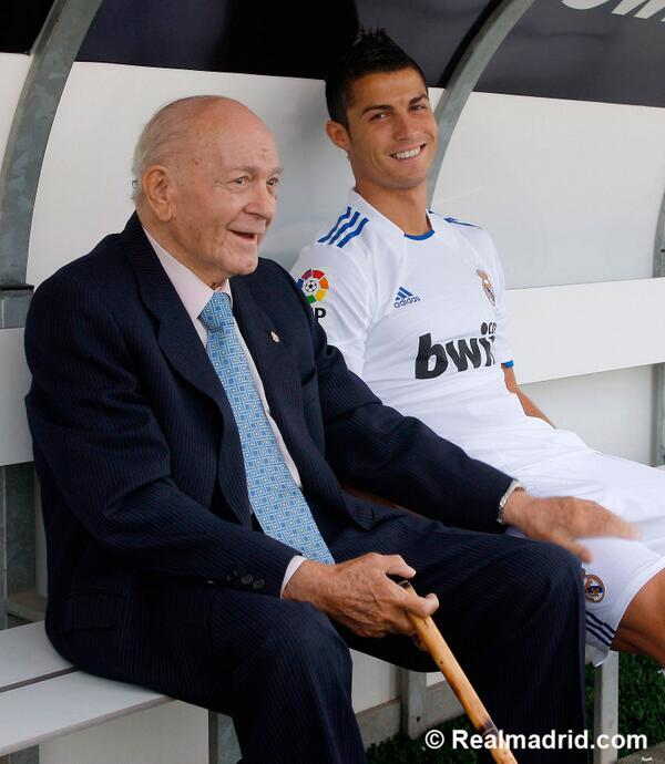 It's a very sad day. For me, for all the madridistas, for the world of football. #EternoAlfredo
