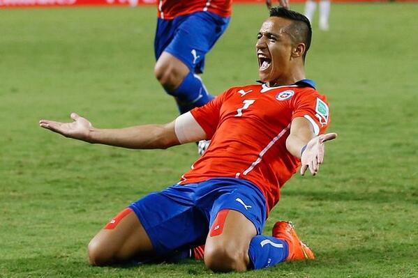 Alexis Sanchez weighing up offers: Arsenal have made the higher bid, Chilean prefers Juventus [Marca]