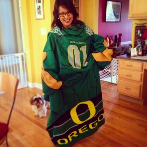 """Nancy Loo on Twitter: """"BEST SNUGGIE EVER! Thanks, @connorloo ..."""
