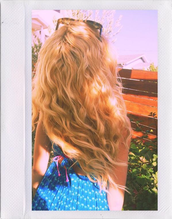 Ya gotta keep your head up oooohhh, and you can let your hair down aaayyy🎶 @HollisterCo #HollisterHouse http://t.co/25f8kMPBPM