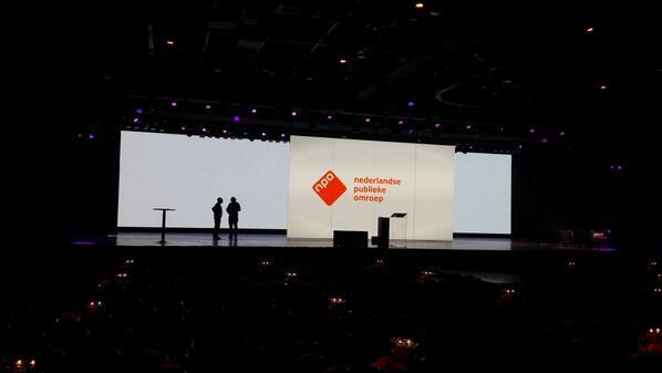 Aanwezig bij #MPJC2014. Straks presentatie geven over Content op Maat. De zaal en podium zien er indrukwekkend uit. http://t.co/jCCNueVSJF