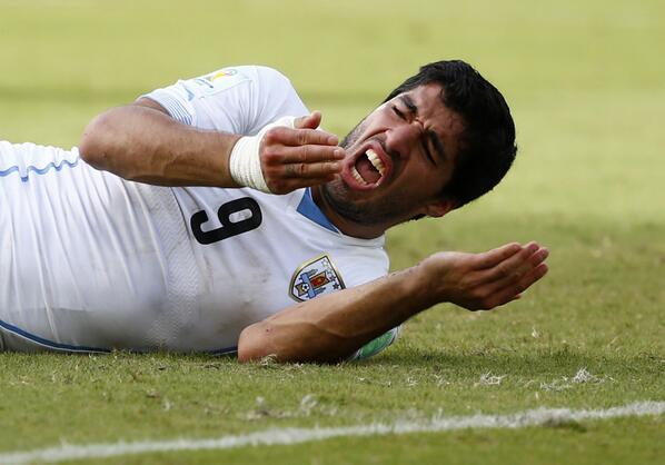 FIFA multa a Luis #Suárez por  112 mil dólares por morder al italiano Giorgio Chiellini http://t.co/RNSm8U9VWS http://t.co/0v7FHOUSOS