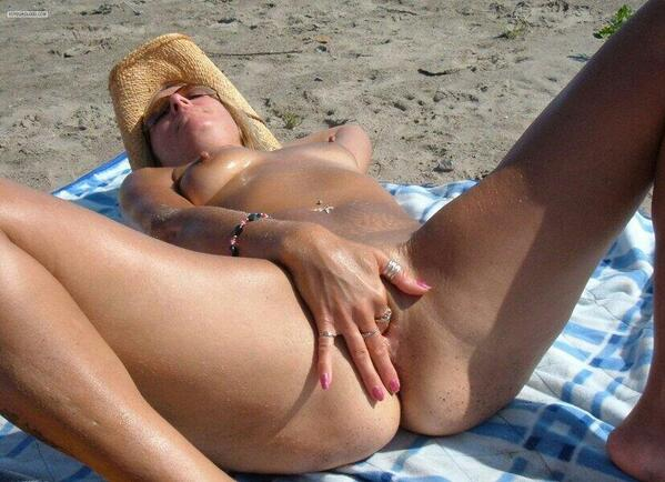 Girl getting clit rubbed at beach