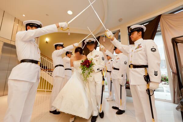 待って自衛隊の結婚式かっこよすぎだろwwwww pic.twitter.com/e5AZa1BpxJ
