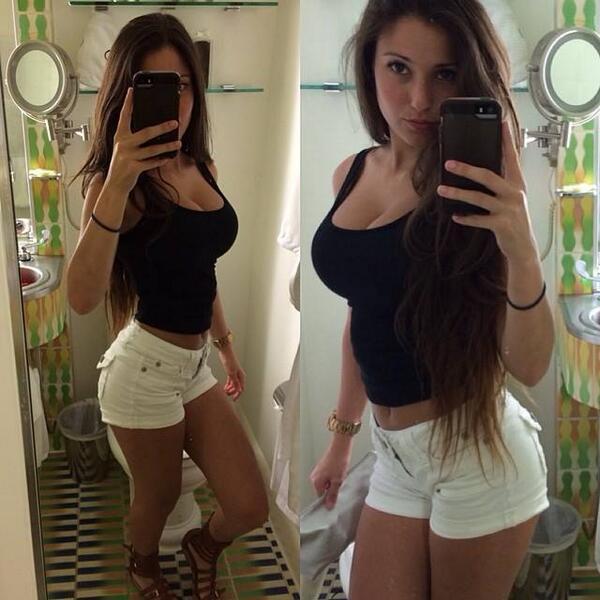 Hermosa teen en jeans con la espalda baja descubierta - 2 2