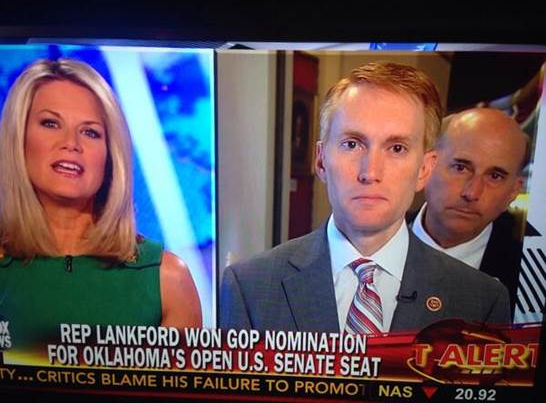 "Thanks, @replouiegohmert for ""joining"" me on @AmericaNewsroom this morning #photobombed http://t.co/NeRjH4vajh"