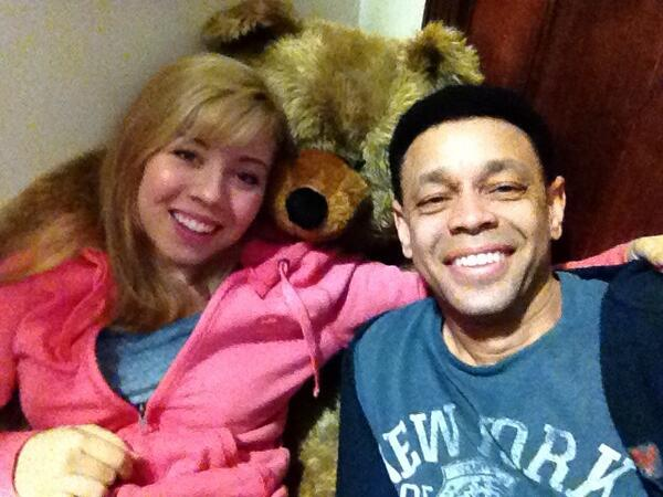 HAPPY BIRTHDAY to the most awesome @jennettemccurdy. I LOVE YOU BEAST! This is the last pic we took together. http://t.co/IE8tVNB8D9
