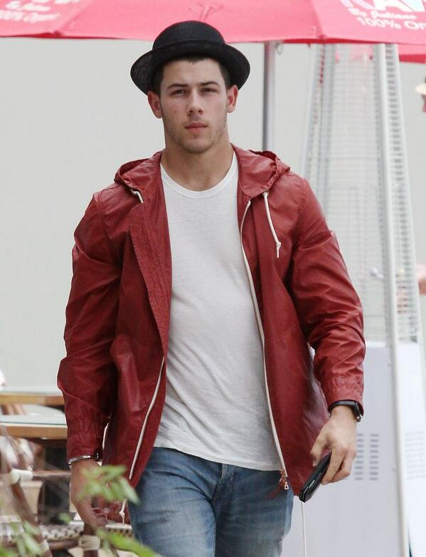 Nick Jonas out in Los Angeles, CA on June 25, 2014. #1 http://t.co/dStykTKUGf