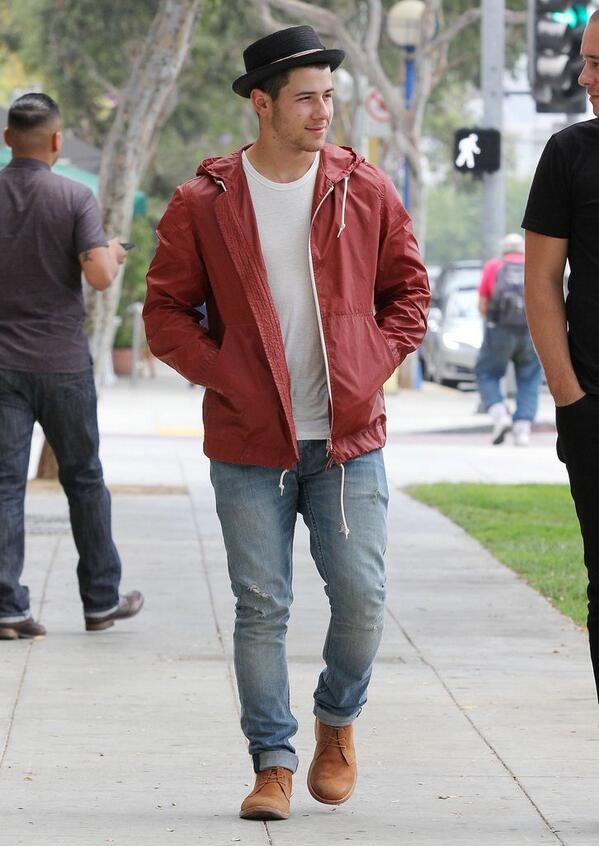 Nick Jonas out in Los Angeles, CA on June 25, 2014. #2 http://t.co/2OWwG46R2h