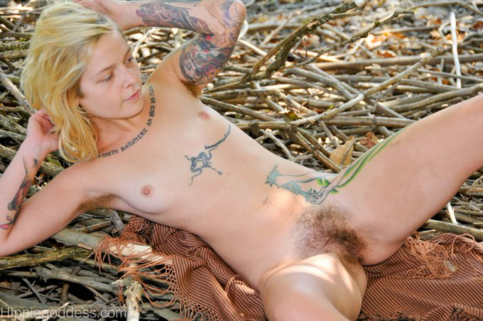 3 pic. #naturalandhairy, tiny, blond #tattooedwomen #scareyhairy, uber sexy~ http://t.co/7EcO8dHghj