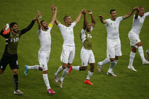 L'Algérie se qualifie pour la 1ère fois en 8ème de finale et affrontera l'Allemagne 32 ans après! #ALG http://t.co/fWYgltBkQr
