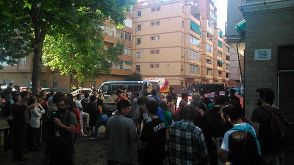 La policía negá el paso a Samur! Para socorrer la gente! #JorgeSeQueda http://t.co/2dt1k3Max9